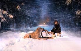 Quay lại tuổi thơ qua thời khắc đáng yêu của bé và động vật