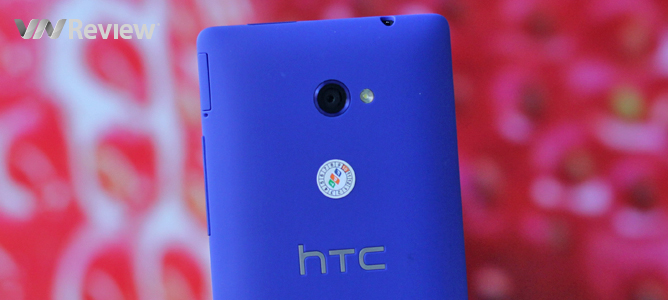 Trên tay HTC 8X vừa hạ giá sốc