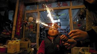 Trung Quốc hạn chế đốt pháo hoa vì ô nhiễm không khí