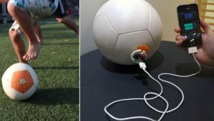 Sạc iPhone bằng... quả bóng đá