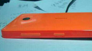Nokia X (Normandy) thuộc dòng Asha, ra mắt vào tháng Ba