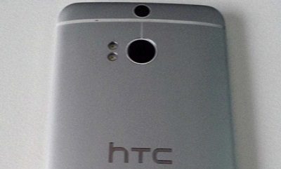 HTC M8 có 2 camera ở mặt sau, đèn flash kép