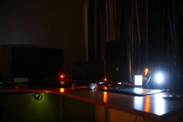 Vì sao máy để bàn vẫn tiêu tốn điện ngay cả khi đã Shutdown hoặc Hibernate?