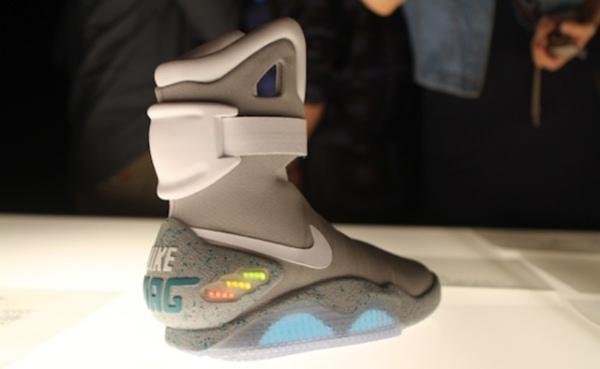 Nike sẽ ra giày tự buộc dây trong năm 2015?