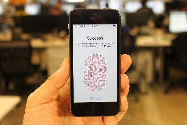 Con ngỗng đẻ trứng vàng của Apple không còn là iPhone hay iPad nữa. Trong bối cảnh cả 2 dòng sản phẩm đình đám này đều đang chứng kiến tốc độ tăng trưởng sụt giảm, Quả táo đã tìm được một thị trường màu mỡ hơn smartphone và tablet rất nhiều: thanh toán di động.