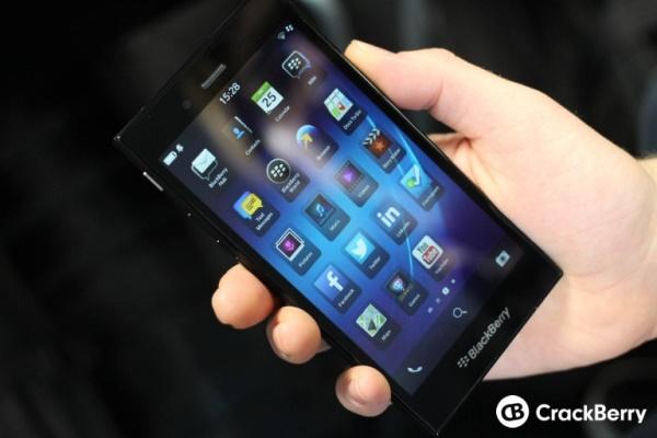 Cận cảnh BlackBerry Z3: 5 inch, RAM 1.5GB, giá dưới 200 USD