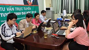 4 trường đào tạo CNTT lớn tư vấn trực tuyến tuyển sinh 2014