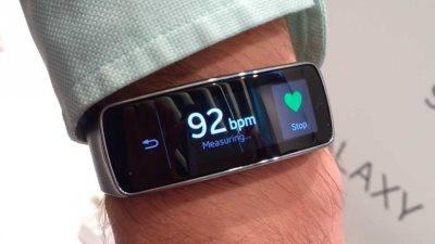 """Samsung Gear Fit là """"thiết bị di động xuất sắc nhất"""" tại MWC"""