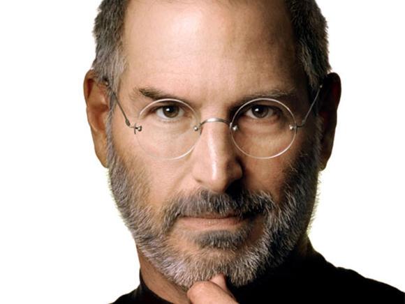 Sửng sốt trước bức điêu khắc Steve Jobs kỳ quái