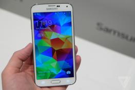 Xperia Z2 và Galaxy S5 có giá từ 17-19 triệu đồng tại Châu Âu