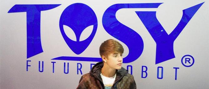 "Justin Bieber, Tosy Việt Nam gây ""sốt"" tại CES 2012"